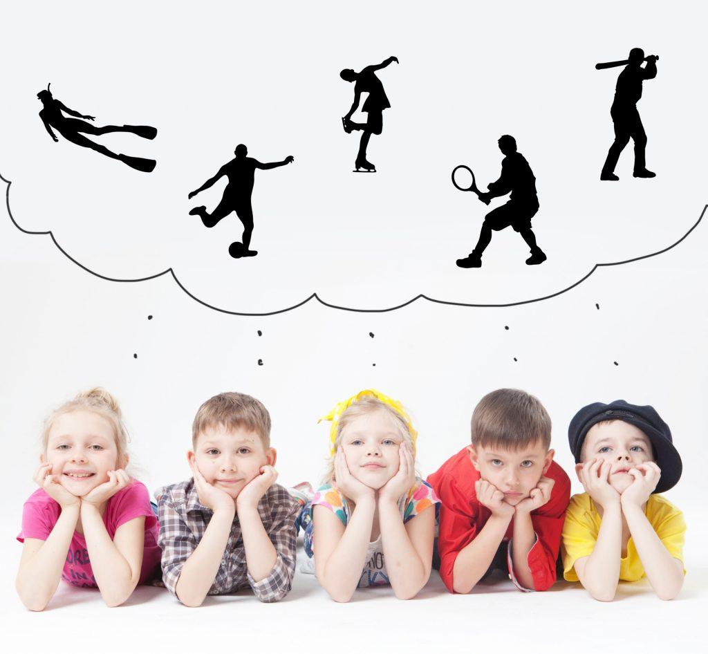 考える子供達画像
