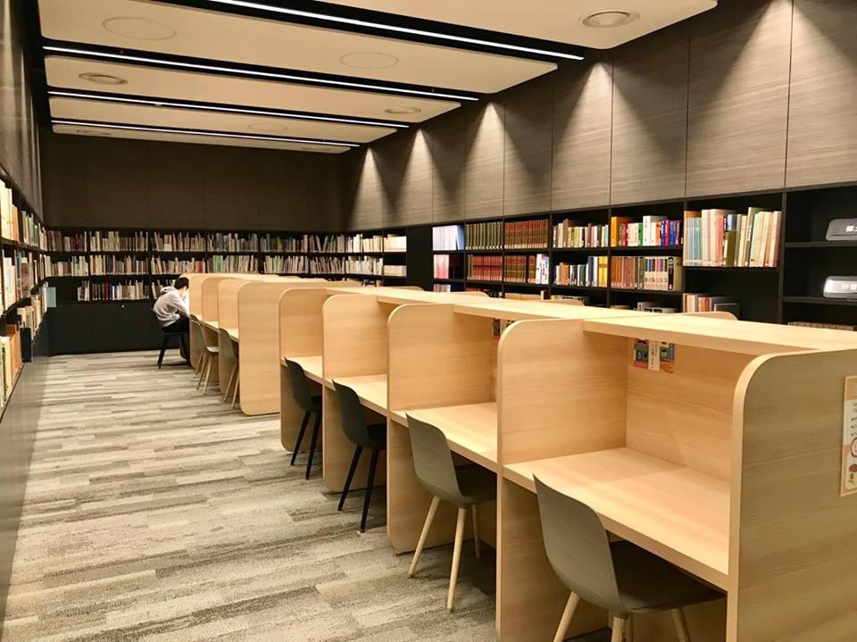 新見図書館2Fスタディールーム