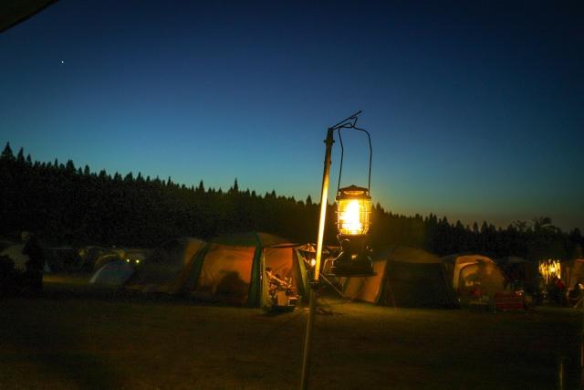 キャンプの灯り